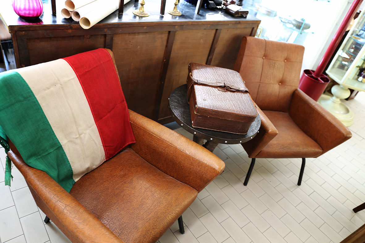 Coppia di poltrone anni 39 60 in vendita da tarabacli a parma for Poltrone anni 50 60 vendita